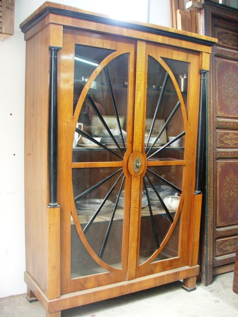 רהיטים למכירה