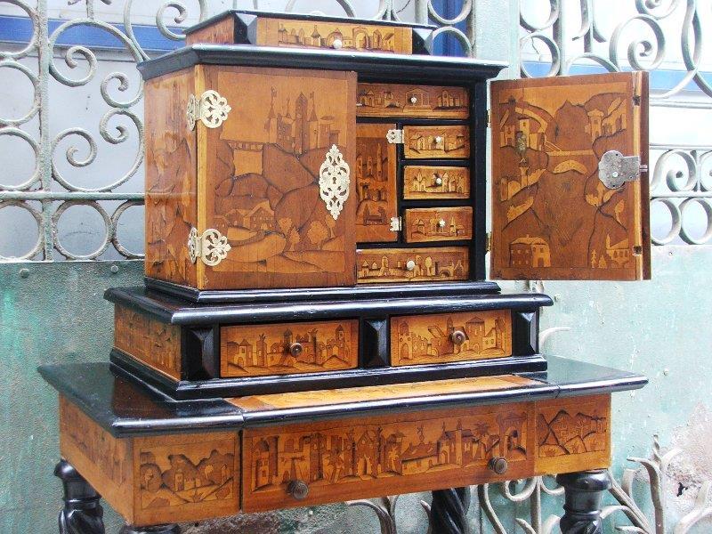 רהיטים עתיקים